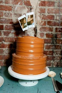 photo wedding cake topper. Oh man, I wish I had thought of this!