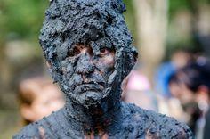A tradição do Carnaval em Curuçá, no nordeste do Pará, é se sujar. Compartilhe o Pará!  www.expedicaopara.com.br