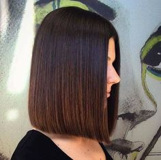 Maximal Brunette Bob Haircut For Modern Women 05 Medium Short Hair, Short Hair With Bangs, Short Hair Cuts, Medium Hair Styles, Short Hair Styles, Wavy Bob Hairstyles, Long Bob Haircuts, Brunette Bob Haircut, Trending Haircuts