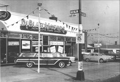 Vintage shots from days gone by! Used Car Lots, Chevrolet Dealership, Vintage Cars, Vintage Auto, New Car Smell, Old Gas Stations, Old School Cars, Old Ads, American Muscle Cars