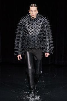 Balenciaga Fall 2020 Ready-to-Wear Fashion Show - Vogue Men Fashion Show, Only Fashion, Fashion Show Collection, Runway Fashion, High Fashion, Mens Fashion, Fashion 2020, Paris Fashion, Winter Fashion