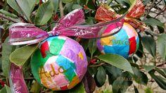 O Maxín de Ada e Mario: Bolas de Navidad personalizadas!!!! Cute Christmas Ideas, Easter Eggs, Christmas Bulbs, Diy, Holiday Decor, Mario, Home Decor, Infant Crafts, Crafts For Kids