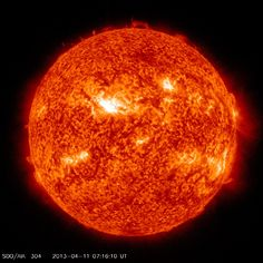 A strong solar flare erupted from the magnetic field of sunspot on April at 0716 UTC. Solar D, Solar Power, Telescope Hubble, Earth's Magnetic Field, 11 Avril, Solar Activity, Advantages Of Solar Energy, Hubble Images, Makeup Eyes