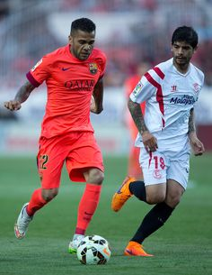 Dani Alves (L) of FC Barcelona competes for the ball with Ever Banega (R) of Sevilla FC during the La Liga match between Sevilla FC and FC Barcelona at Estadio Ramon Sanchez Pizjuan on April 11, 2015 in Seville, Spain.