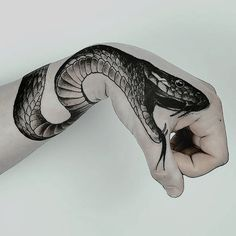 Top Best Snake Tattoos Designs And Ideas - Tattoos On The Chest And Lower Back . - Top Best Snake Tattoos Designs And Ideas – Tattoos On The Chest And Lower Back Tattoos Are Famou - Tattoo Drawings, Body Art Tattoos, Hand Tattoos, Tatoos, Future Tattoos, Tattoos For Guys, Kobra Tattoo, Smal Tattoo, Tattoo Hals