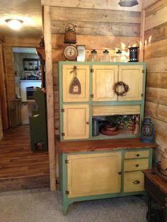 Rustic Cabinets For Your Antique Kitchen – Antique Kitchen Ideas Primitive Furniture, Rustic Furniture, Painted Furniture, Primitive Decor, Antique Furniture, Repurposed Furniture, Kitchen Furniture, Antique Kitchen Cabinets, Old Cabinets