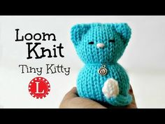 How to Loom knit a doll. Small stuffed kitten cat with a small circular loom. I used the loom but any round loom 5 inches in diameter will work fine. Loom Knitting Projects, Loom Knitting Patterns, Knitting Videos, Circle Loom, Giant Knitting, Free Knitting, Loom Knit Hat, Round Loom, Knifty Knitter