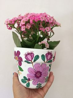 Painted Plant Pots, Painted Flower Pots, Painted Vases, Pottery Painting, Ceramic Painting, Pottery Art, Mandala Art Therapy, Flower Pot Design, Decorated Flower Pots