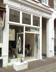 van der Helststraat - Concept store in Amsterdam: shop, drink and eat at Cottoncake. A new treasure in De Pijp! Week End Amsterdam, Amsterdam City Guide, Amsterdam Shopping, Concept Shop, Lovely Shop, Shop Fronts, Retail Space, Cafe Restaurant, Royal Caribbean Cruise