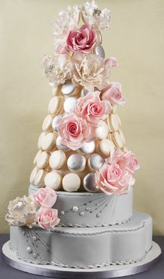Decorative Wedding Cakes with Your Favorite Flowers - MODwedding