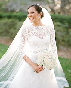 This lace Monique Lhuillier gown is utterly elegant and timeless.