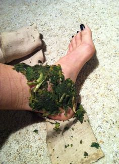 This is an application of the Comfrey Poultice, which is one of the nine herbal remedies in the Herbal Roots Eco First Aid kit. As a veteran of sprained ankle healing, I found that the combination of Floracopeia's Helichrysum Blend applied directly on the sprain followed by the the application of the comfrey poultice, sped the healing time by half.Comfrey, Symphytum officinale, is known as a ligament, tendon, and bone healer.