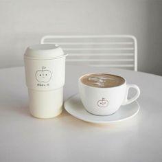 Cream Aesthetic, Aesthetic Coffee, Brown Aesthetic, Aesthetic Colors, Aesthetic Food, Aesthetic Fashion, Coffee Cafe, Coffee Shop, Korean Coffee