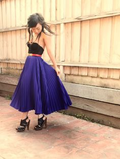 Is there a such thing as Freezing a room Black and blue? I think I could pull that off Accordion Skirt, Body Top, Vintage Skirt, Blue Dresses, Fashion Looks, Street Style, Style Inspiration, My Style, Stylish