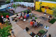 Os containers são a bola da vez no que diz respeito a arquitetura e design na hora de construir novos espaços. A ideia sustentável, pois reduz o impacto ambiental, está dando as caras no Brasil, que agora é sede do maior hostel em containers marítimos do mundo. O Tetris Hostel, em Foz do Iguaçu, foi concebido …