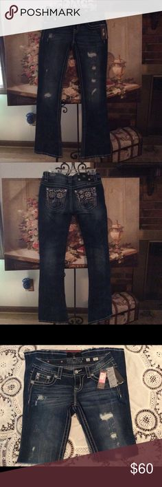 "MISS ME JEANS BLUE 👖 NWT SIZE 26 NWT MISS ME JEANS BLUE 👖SIGNATURE BOOT .SIZE 26 MEASUREMENTS ARE WAIST 16"",INSEAM 32"" 2""ZIPPER.....SORRY NO TRADES. Miss Me Jeans Boot Cut"