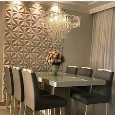 Hoje o destaque especial vai para esse painel 3D Produto Venere da Rerthy dando um charme super especial nessa sala de jantar! . . Projeto: Arq. Karla Brumatti . . #emmedue #emmeduerevestimentos #revestimento3d #cimenticio #umcharme #arquitetura #designerdeinteriores