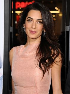 Amal Clooney in Roland Mouret for the Premiere of Our Brand is Crisis Amal Clooney Wedding, Only Fashion, Girl Fashion, Winter Typ, Paris Match, Turkish Beauty, Perfect Wardrobe, Woman Crush, Hair Goals