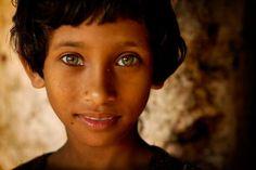 The World's Most Beautiful Eyes: Hazel Eyes We Are The World, People Of The World, People With Blue Eyes, Most Beautiful Eyes, Beautiful People, Stunning Eyes, Beautiful Things, Afghan Girl, Steve Mccurry