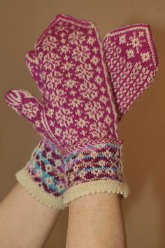 Ravelry: Angelas Mittens pattern by Rose Hiver  #knit #free_pattern