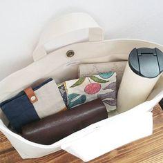 横長バッグインバッグ What In My Bag, My Bags, Tote Bags, Hair Designs, Bed Pillows, Car Seats, Pouch, Mini, Womens Fashion