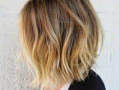 coupe-de-cheveux-mi-long-femme-2015-cheveux-blonds-balayage-fille-moderne-t-shirt-blanc