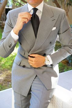 A Beginners Guide to Choosing, Buying, and Wearing a Men's Suit ~ Fashion & Style Mens Fashion Suits, Mens Suits, Men's Fashion, Classic Fashion, Winter Fashion, Velvet Dinner Jacket, Suit Combinations, Evening Attire, Classy Men