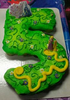 Number 5 cupcake cake shape, but with Dino's and a volcano! Pull Apart Cake, Pull Apart Cupcakes, Birthday Cupcakes, 5th Birthday, Birthday Ideas, Cupcake Ideas, Cupcake Recipes, Cup Cakes, Cupcake Cakes