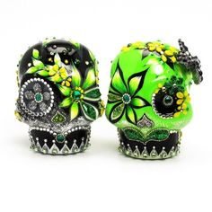 Green Black Skull Cake Toppers Day of the Dead Wedding Decor Handmade Ceramic Sugar Skulls Art and Craft 00088  www.goodiemud.com
