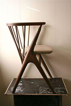 Beautiful Chair Ideas To Complement The Most Beautiful Interior Design Projects  | www.bocadolobo.com #interiordesign #exclusivedesign #interiordesigners #roomdesign #prodctdesign #luxurybrands #luxury #luxurious #homedecorideas #housedecor #designtrends #design #luxuryfurniture #furniture #modernfurniture #designinspirations #decoration #interiors #bestinteriors #chairs #modernchairs #chairideas #diningchairs #livingroomchairs #diningroom #thediningroom #diningarea #thediningarea…