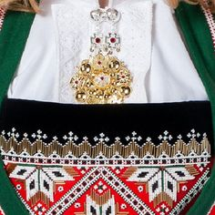 Norwegian national costume Bunad - Kaleidoscope effect Scandinavian Embroidery, European Costumes, How To Wear Rings, Hardanger Embroidery, Folk Fashion, Bridal Crown, Folk Costume, Norway, Vikings