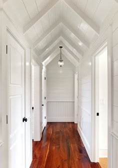 Shiplap Design, Pictures, Remodel, Decor and Ideas - page 3 beach house look Design Hall, Flur Design, Deco Design, Attic Design, White Hallway, White Walls, White Wood, Dark Wood, Country Hallway