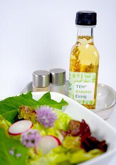 Der Kräuteressig passt hervorragende zu Blattsalaten und frischen Kräutern. Kraut, Hot Sauce Bottles, Food, Leafy Salad, Vinegar, Essen, Meals, Yemek, Eten