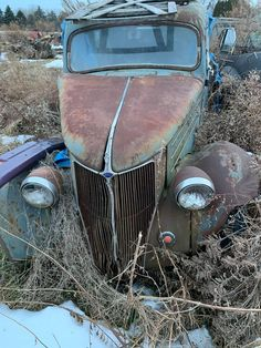 Abandoned Cars, Abandoned Places, Car Photography, Old Trucks, Coups, Old Cars, Tractors, Rust, Classic Cars