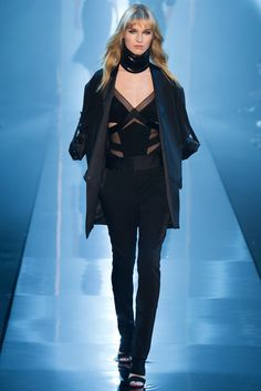 See all the Collection photos from Alexandre Vauthier Spring/Summer 2015 Couture now on British Vogue Party Fashion, Fashion Week, Star Fashion, Fashion Show, Fashion Outfits, Fashion Design, Fashion 2015, High Fashion, Couture 2015