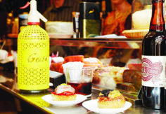 On a quest for the best tapas in Barcelona? These bars and restaurants give you the high-quality mini meals you crave. Barcelona Food, Barcelona Restaurants, Barcelona Spain, Tapas Menu, Tapas Bar, Best Tapas, Spanish Tapas, Wine And Spirits, Amor
