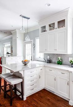 17 Awesome White Kitchen Cabinet Design Ideas