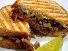 Cheesesteak Panini A great way to combine two of my favorite sandwiches. Sandwich Bar, Roast Beef Sandwich, Panini Sandwiches, Grilled Sandwich, Soup And Sandwich, Wrap Sandwiches, Vegetarian Sandwiches, Panini Recipes, Lunch Recipes