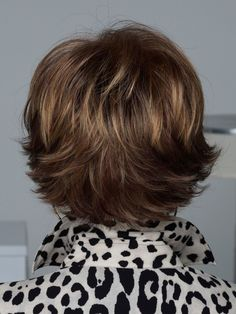 Fashion-forward, supremely sleek and tastefully tailored, the Raquel Welch Rave wig is designed to give you a complete beauty overhaul in an instant. Medium Short Hair, Short Hair With Layers, Short Hair Cuts For Women, Layered Hair, Medium Hair Styles, Long Hair Styles, Raquel Welch Wigs, Short Haircut Styles, Blonde Hair With Highlights