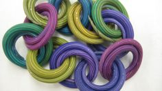 """Maggie's """"Missing Link"""" design gives polymer fans a revolutionary and easy way to make an assemble a chain."""