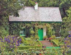 Irish Cottage - with green door Irish Cottage, Old Cottage, Cottage In The Woods, Garden Cottage, Cottage Living, Cottage Design, Cottage Style, House Design, Irish Decor