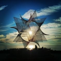 fhn82: #metallic #steel #star #statue #sculpture #art in front ot the #lake #leman in #port of #ouchy #incredible #instapicoftheday #instashoot #sun #reflection #clouds #silhouettes #swiss #switzerland #igerswiss #nice (à Port d'Ouchy)