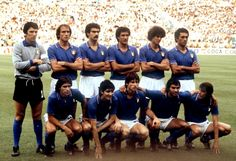 1982 Italian Eleven at World Cup Pure Football, Football Team, Soccer Poster, World Cup Final, Kids Soccer, Actrices Hollywood, Martial Arts, Vintage Photos, Champion