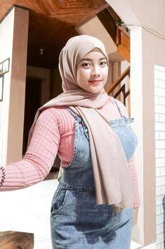 Beautiful Muslim Women, Beautiful Hijab, Girl Hijab, Hijab Chic, Hijab Fashion, Asian Woman, Asian Beauty, Denim, Sexy