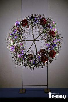 Flower Arrangement, Floral Arrangements, Flower Structure, Art Floral, Ikebana, Flower Designs, Sculptures, Workshop, Wreaths