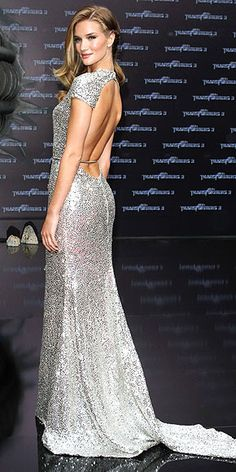 Rosie Huntington-WHITELEY fotoğraf | Rosie Huntington-Whiteley in silver beaded gown with low back