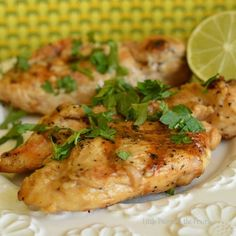Honey and Citrus Marinade 16 Chicken Marinades That'll Change Your Meal Prep Game Citrus Chicken Marinade, Honey Lime Chicken, Chicken Marinades, Marinated Chicken, Chicken Recipes, Chicken Injection Recipes, Grilled Chicken, Sauce Recipes, Chicken Ideas