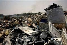 **  TO GO WITH SLUG TOXICOS ELECTRONICOS CHINA  ** Heaps of electronic waste lie…