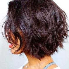 """It can not be repeated enough, bob is one of the most versatile looks ever. We wear with style the French """"bob"""", a classic that gives your appearance a little je-ne-sais-quoi. Here is """"bob"""" Despite its unpretentious… Continue Reading → Short Layered Haircuts, Layered Bob Hairstyles, Short Hairstyles For Women, Hairstyles Haircuts, Cool Hairstyles, Short Bobs, Hairstyle Ideas, Hair Ideas, Bohemian Hairstyles"""
