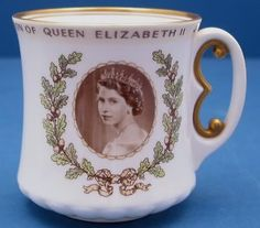 1953-Coronation-Queen-Elizabeth-II-Gilt-E-Handle-Doulton-China-Mug